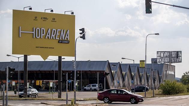 Hop Arena, největší trampolínová aréna v České republice se spoustou originálních pohybových atrakcí v pražských Čestlicích.