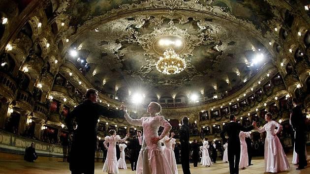 Plesy nabízejí nejen hudbu a tanec 61cdf710aa