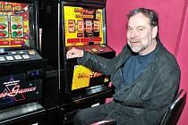 Zatočit s hazardem, jeden z plánů Radka Johna.