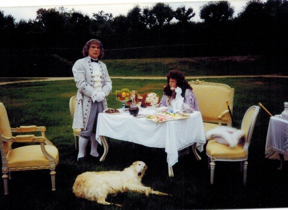 Natáčení pohádky Princezna ze mlejna II ve francouzském parku.
