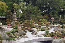 Poslechněte si přednášku o japonských zahradách.