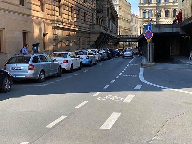 Cyklopruh v Divadelní ulici.