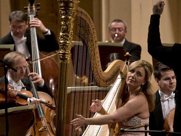 Jana Boušková na koncertu v Rudolfinum s Českou filhamonií