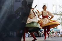 Loňský ročník  mezinárodního folklórního festivalu Pražský jarmark začal na Ovocném trhu v Praze 26. srpna 2008.