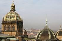 MUZEUM ČEKÁ REKONSTRUKCE. Oprava historické budovy spolu s úpravou bývalého Federálního shromáždění, dnes sídla Rádia Svobodná Evropa, bude stát podle plánů čtyři a půl miliardy korun. Začít má v roce 2010.