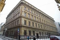 Historický dům na rohu ulic U Půjčovny a Jeruzalémské v Praze.