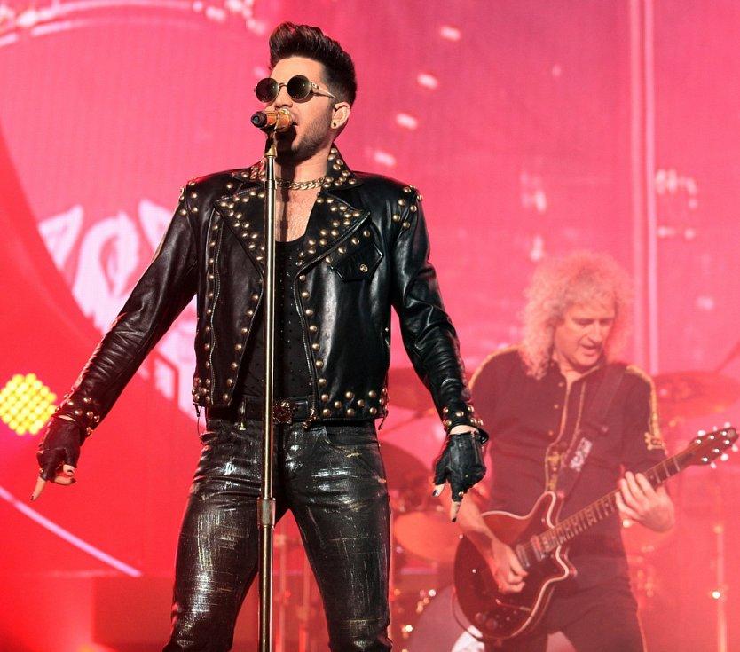 Koncert skupiny Queen a Adama Lamberta v pražské O2 Areně.