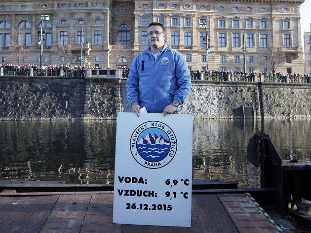 Otužileckého závodu 69. ročníku Alfreda Nikodéma se ve Vltavě u Národního divadla zúčastnilo rekordních 339 plavců.