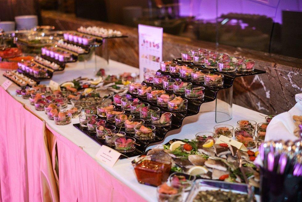 Vynikající večeře připravená New York Café Prague je součástí každého soutěžního večera.