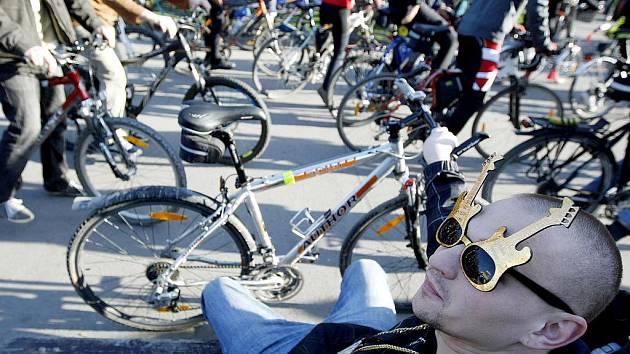 Velká jarní cyklojízda vyjela 22. dubna z náměstí Jiřího z Poděbrad v Praze.