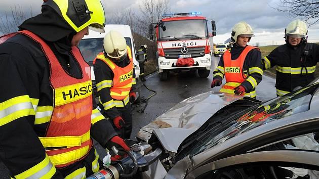 Hasiči pomáhali u dopravní nehody v Libušské ulici.