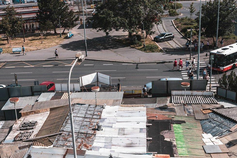 V proluce naproti autobusovému terminálu Na Knížecí vzniká další gastronomické městečko Manifesto Anděl. Dříve tu byla vietnamská tržnice.