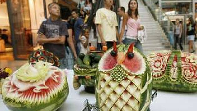 Řezbářští mistři z celé Evropy se pokusili překonat rekord v počtu vyřezaných melounů.