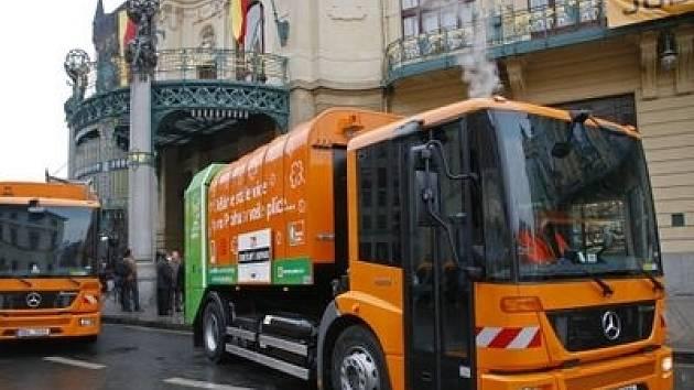 Popelářská auta na zemní plyn v Praze.