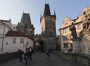 Nižší z obou Malostranských mosteckých věží se nazývá Juditina věž.