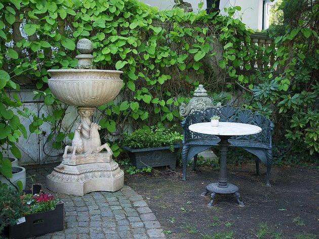 Moje místa p. Hejtmánkové, zahrada vGalerii Arthouse Hejtmánek 16.5.2017