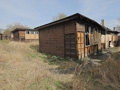 Současný stav budov školy (Obecná škola) v pražských Slatinách.