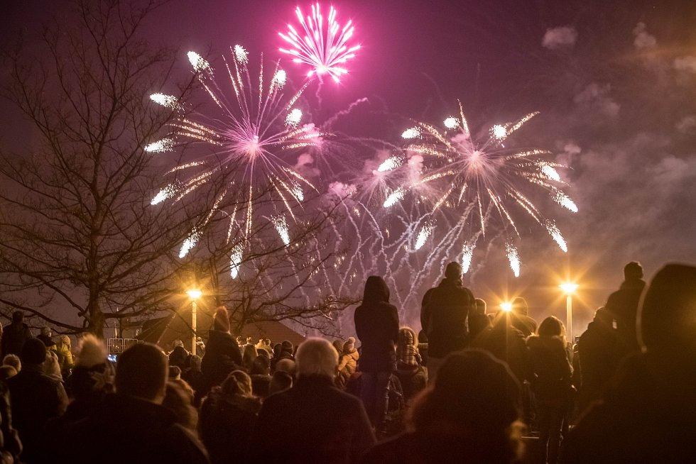 Novoroční ohňostroj 1. ledna na pražském Vyšehradě.