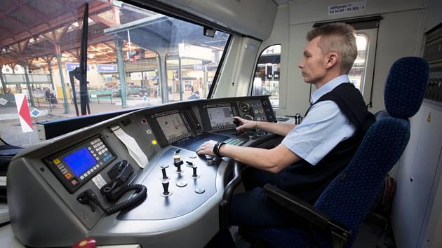 Příměstský vlak, strojvůdce.