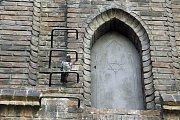 Podle legendy byl Golem uložen za těmito dveřmi na půdě Staronové synagogy. Od té doby se sem nesmělo vstupovat, povolení k průzkumu bylo uděleno jen dvěma lidem - v roce 1920 jej neúspěšně hledal Egon Erwin Kisch. v 80. letech 20. století Ivan Mackerle.