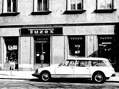 Tuzex, jediné místo, kde se daly pořídit pravé levisky.