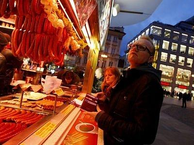 Stánků na Václavském náměstí ubude, o tradiční občerstvení však návštěvníci centra nepřijdou.