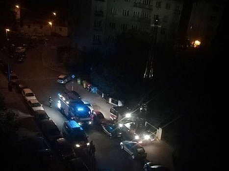 Kriminalisté z pražského 1. oddělení vyšetřují ubodání muže ve Vršovicích.