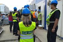 Kontrola celní správy na staveništi.