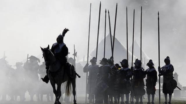 """Sdružení """"Bílá hora 1620"""" a Rytíři koruny české ve spolupráci s městskou částí Praha 6 připravili 13. září 2008 na Bělohorské pláni u zdi obory Hvězda jako každý rok rekonstrukci bitvy na Bílé hoře."""