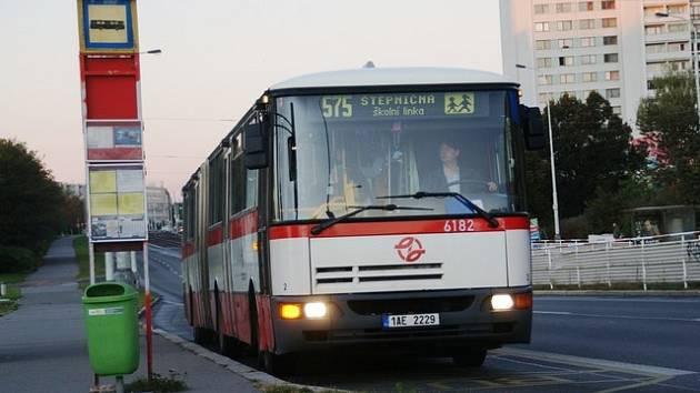 Školní linka 275 měla dříve číslo 575.