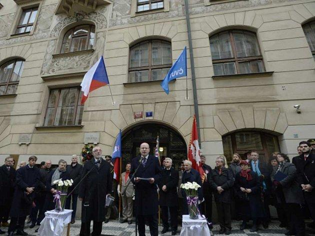 Pietního aktu k uctění památky padlých studentů se účastnil premiér Bohuslav Sobotka.