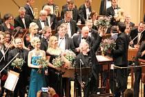Loňský ročník Film Music Prague navštívil i světový skladatel Patrick Doyle (s květinou nad hlavou). Diváci ho v Rudolfinu odměnili bouřlivým potleskem ve stoje.