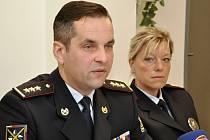 Výsledky činnosti policie v době prázdnin představili na pražském policejním ředitelství představitelé republikové policie. Na snímku ředitel služby pořádkové policie Martin Hrinko a koordinátorka prevence policejního prezidia Zuzana Pidrmanová.
