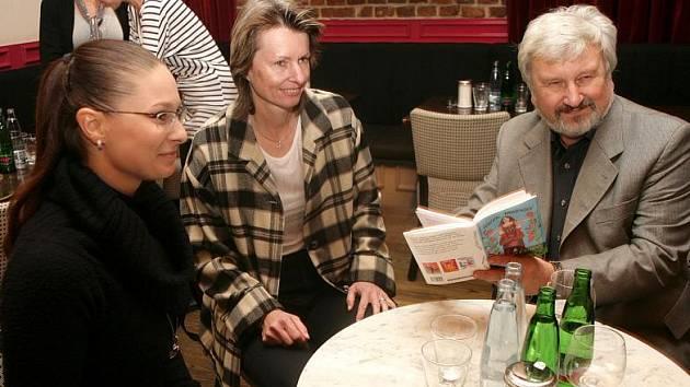 V Café Café na Praze 1 se v pondělí  uskutečnil křest nové knihy Velká žena z Východu Haliny Pawlowské.