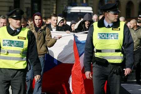 Pokud to bude nutné, hodlají odpůrci neonacistů bránit židovskou čtvrť vlastním tělem./Ilustrační foto