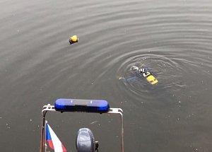 Policejní potápěči hledají munici pod Vyšehradskou skálou