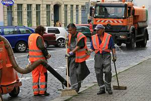 Blokové čištění ulic v centru Prahy.