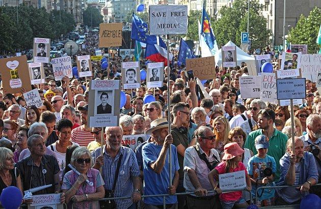 Demonstrace proti Babišovi a komunistům s názvem Jednou provždy na Václavském náměstí.