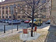Vizualizace: Havlovo místo by mělo vyrůst během května na Maltézském náměstí v Praze. Autorem instalace, která se nachází už i ve Washingtonu nebo Barceloně, je architekt Bořek Šípek.