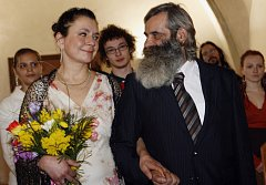 V Novoměstské radnici v Praze se 13. března 2009 konala svatba bezdomovců Františka Kiittela a Evy Holbusové.
