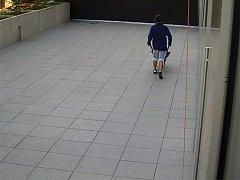 Krást na stavbu šel s vlastním kolečkem.