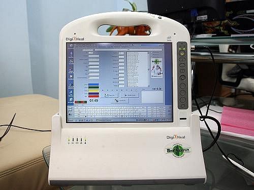 Tento malý přístroj AMP dokáže vyšetřit krev bez odběru jehlou.