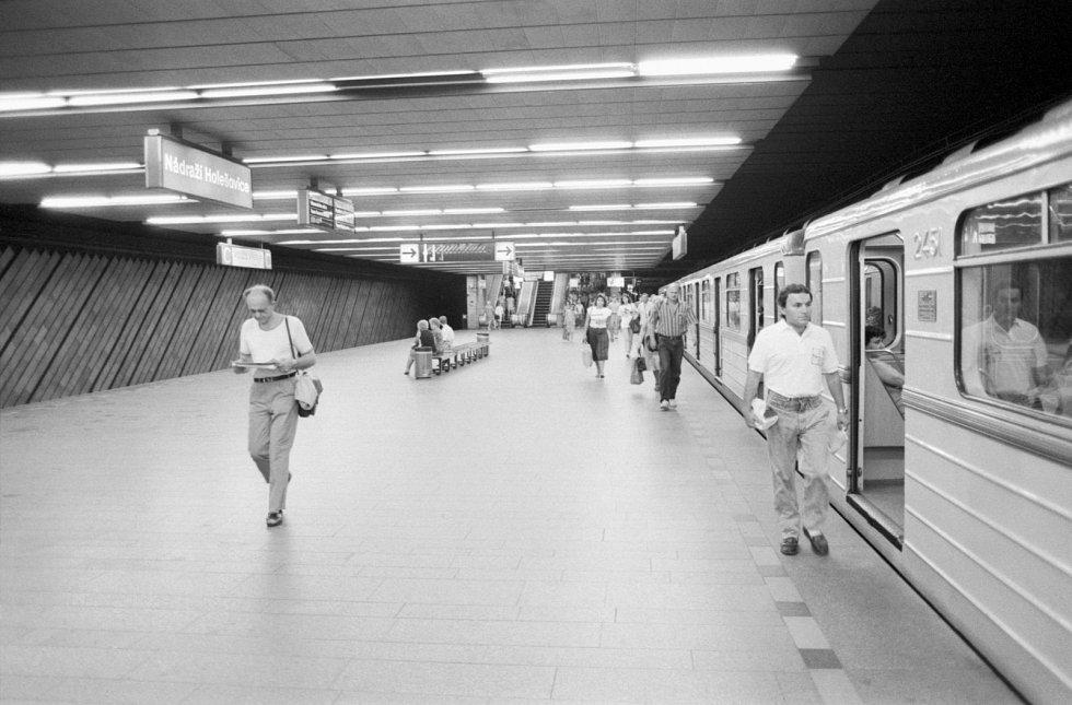 Až do srpna 1990 nesla stanice metra C Nádraží Holešovice název Fučíkova.