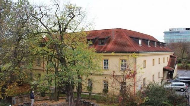 Bečvářův statek v Praze je předmětem restitučních sporů.