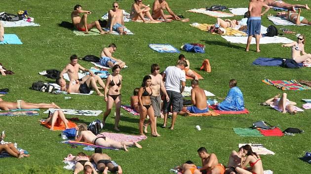 LÉTO. Letos je návštěvnost koupališť v metropoli nejnižší za poslední roky./Ilustrační foto