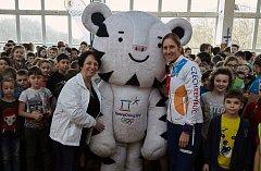 V rámci projektu Sazka Olympijský víceboj získali školáci možnost zatrénovat si se zlatou olympioničkou Mirkou Topinkovou Knapkovou.