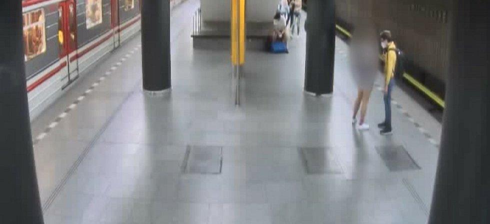 Pokus o znásilnění v metru.
