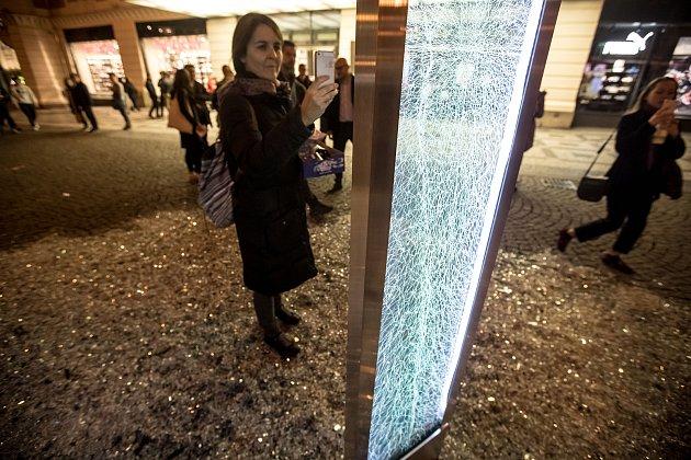 Generální zkouška Signal festivalu probíhala vcentru Prahy 11.října. Na snímku Glass na náměstí Republiky.