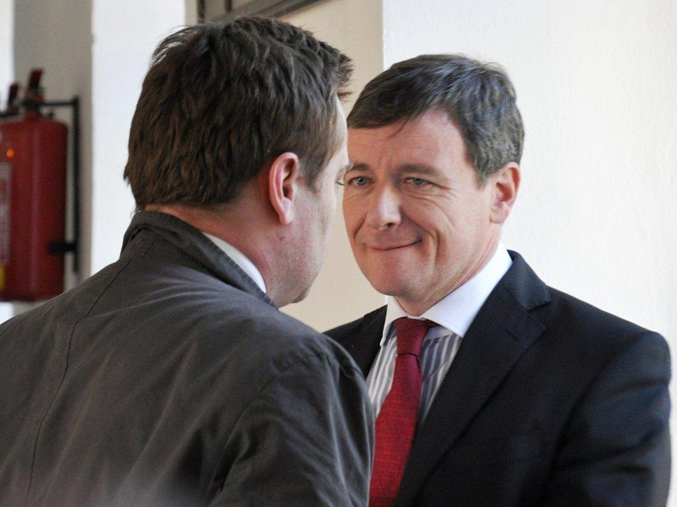 Bývalý středočeský hejtman David Rath u Krajského soudu v Praze. Na snímku se svým advokátem Adamem Černým.