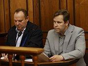Obvodní soud pro Prahu 2 otevřel kauzu s expolicistou Karlem Kadlecem, podle obžaloby pod vlivem alkoholu a léků poničil na Vinohradech 24 aut.